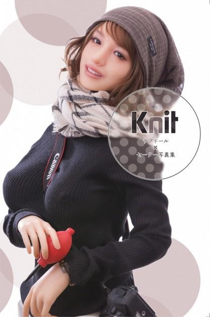 ラブドールにセーターだけを着せた写真集「Knit」